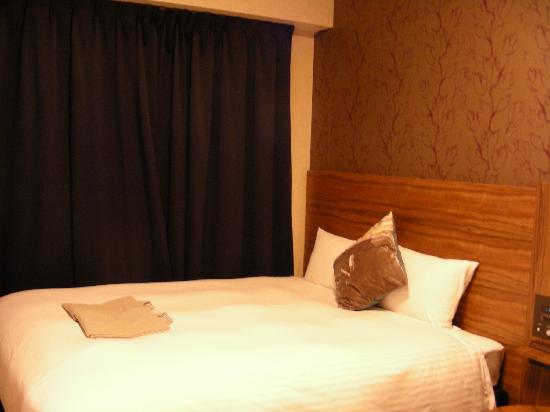 Hotel Villa Fontaine Tokyo-Shinjuku: 床是1.6m的,在日本的酒店里算大的了