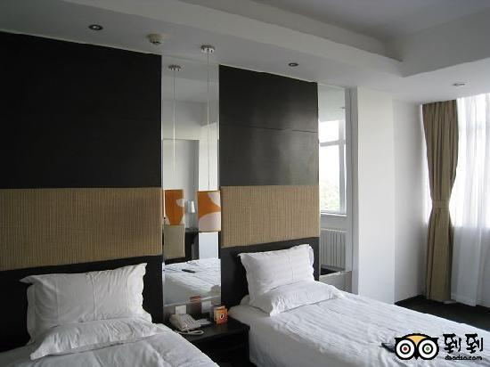 Orange Hotel (Beijing Jinsong Bridge West): 标间的两个单人床