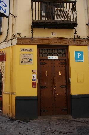 Hostal Antares: 旅馆正门
