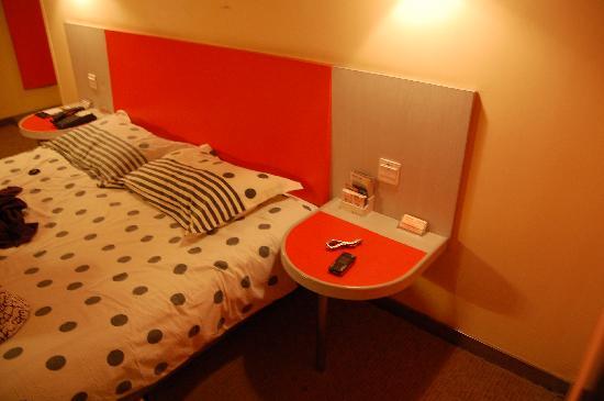 Motel 168 (Shanghai South Bund): 床头