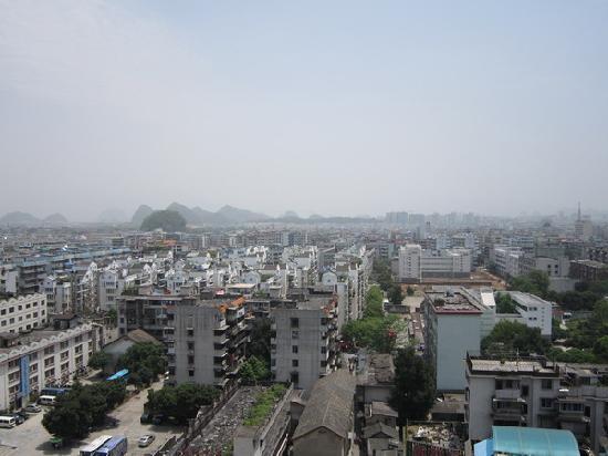 โรงแรมกุ้ยหลิน ซีหลิน: 从12楼的房间鸟瞰桂林市