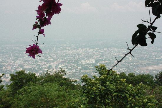 Chiang Mai, Tailandia: 在素帖山上的寺庙俯瞰整个清迈城