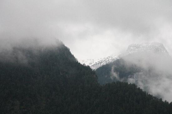 St. Hubertus: 对面的雪山