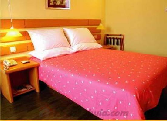 Home Inn (Kunming Qingnian Road): 床就是这样的,感觉很好