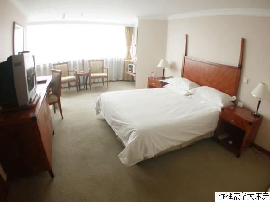 Charms Hotel: 我地大床房~