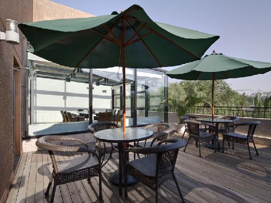 Starway Sunjoy Hotel: 露天咖啡吧