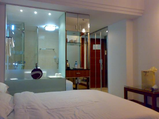 Ack Cyber Hotel Shenzhen : 房间也是中规中矩,很传统