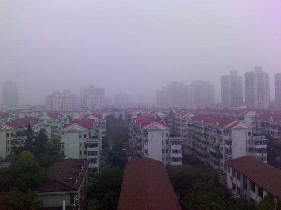 7 Days Inn Shanghai Yichuan Road : 从酒店向外望去的景色