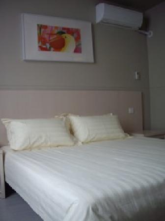 Jinjiang Inn Shijiazhuang Ping'an Street : 两个枕头比较舒服