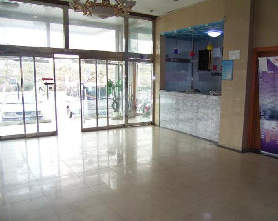 Super 8 Beijing Shijingshan Bajiao : 大厅一角。