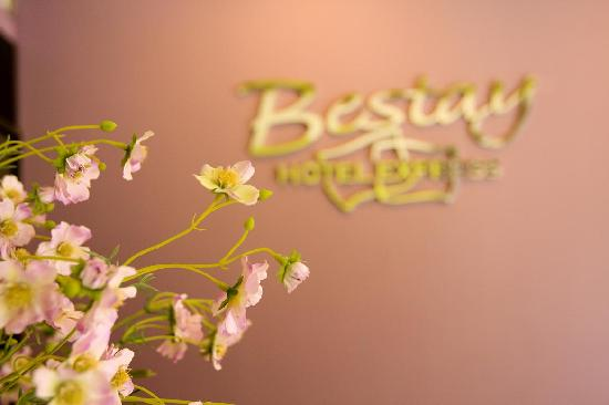 Bestay Hotel Express Xi'an Zhonglou East: 前台