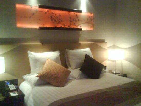 Gehua New Century Hotel: 温馨的大床