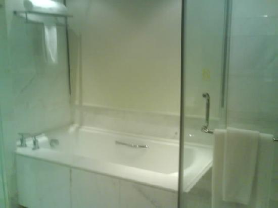 Gehua New Century Hotel: 泡澡的浴缸