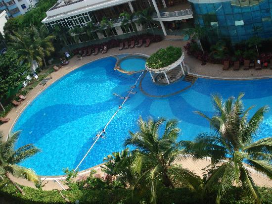 Yingjie's Seaview Holiday Apartment : 楼下泳池