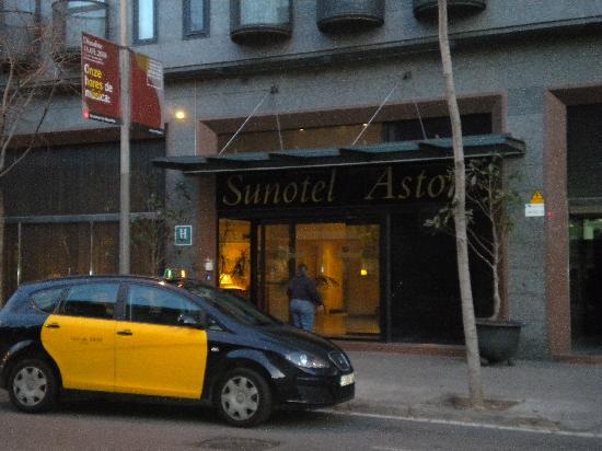 Sunotel Junior: 酒店大门