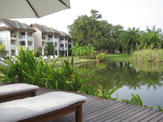 LHC Phuket Resort: 酒店后方的湖