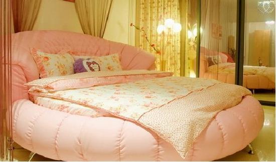 Sanya Fourseasons Home: 粉红色的大床