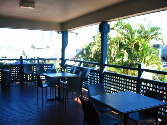 Surfers Paradise YHA at Main Beach: 共享的平台