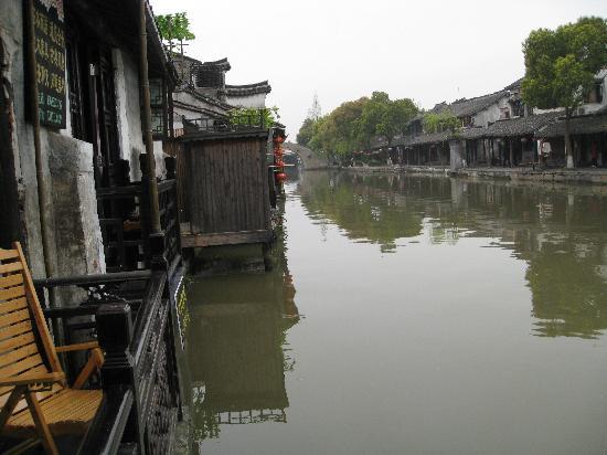 Liyuan Hotel : 站在临水房的阳台看景色
