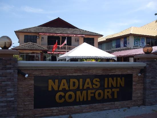 Nadias Inn Beach Resort: 酒店外景