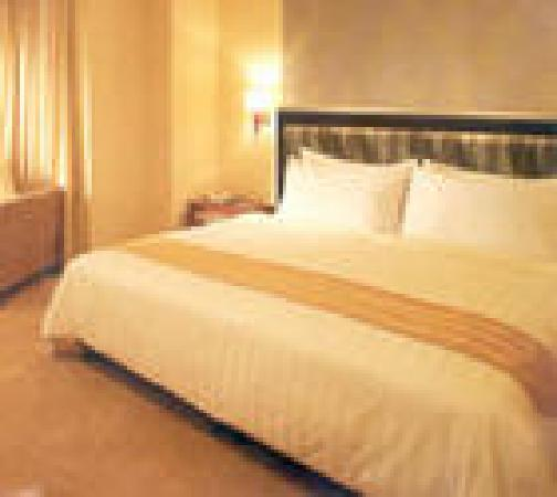 Hotel Taipa Square: bed