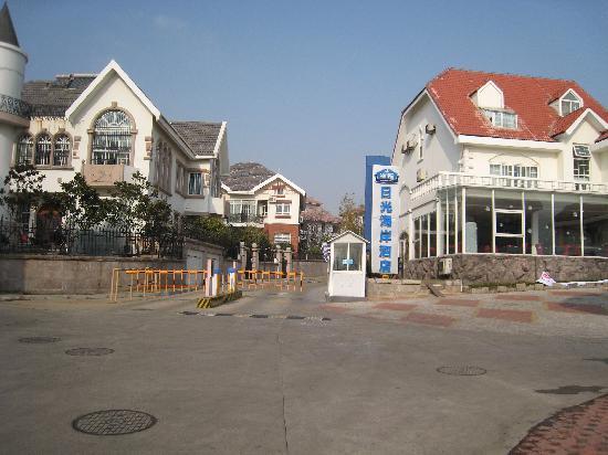 Starway Sunshine Seacoast Villa Hotel : 酒店大门口