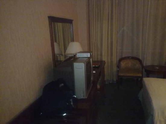 Rui Feng Hotel: 写字台也还成