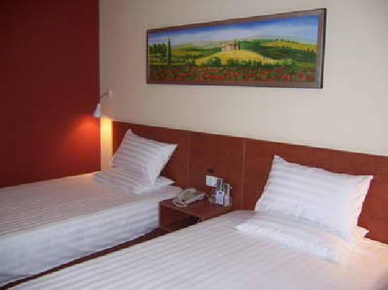 Hanting Hotel (Hangzhou Xihu Tiandi) : 挺普通的房间