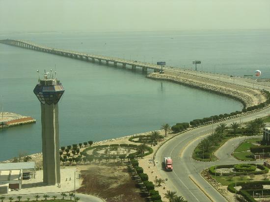 Bahrain: causeway