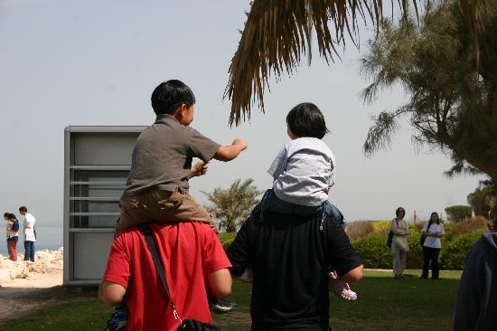 Bahrain: 姐弟两