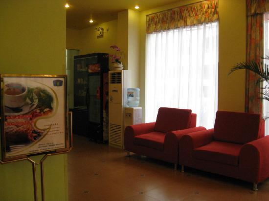 Home Inn Yangshuo West Street : 前台