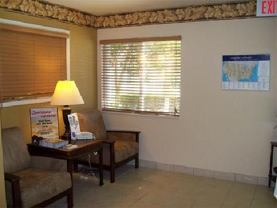 Candlewood Suites Orange County/ Irvine East : candlewood suites irvine spectrum lobby_j