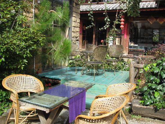 Migrant Hostel: 庭院