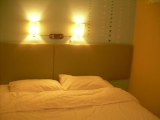 Piao Home Inn Beijing Qianmen: 床