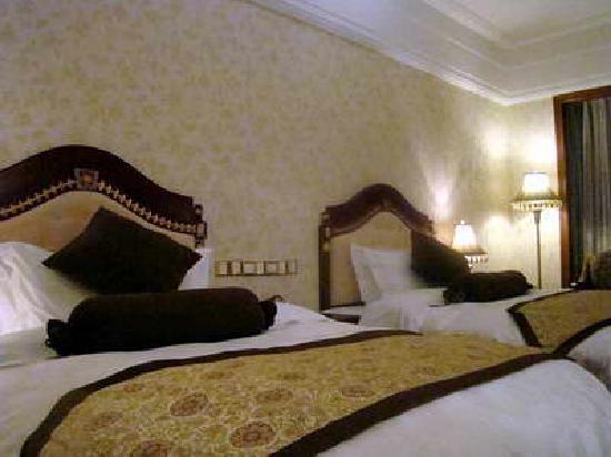 Pacific International Hotel : 房间很舒服的床