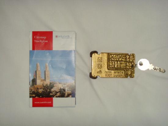 Hotel Arlette am Hauptbahnhof: 酒店的钥匙好重