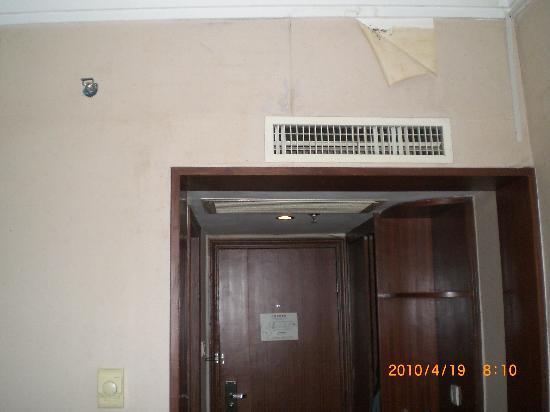 7 Days Inn Nanchang Fuhe Road Huacai Mansion: 墙纸掉了