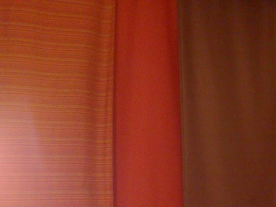 Ibis Hotel Tianjin Tanggu Yanghuo Market: 窗帘是三片分开的很有格调