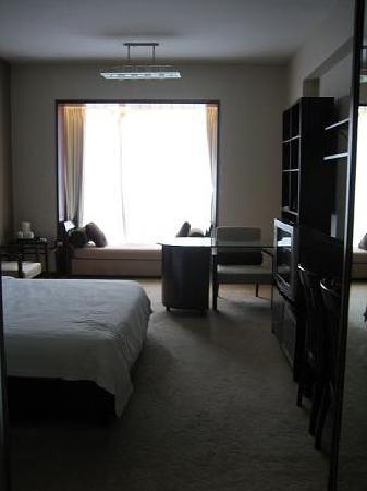 Qingdao Paradise Hotel: 宽敞的大床房