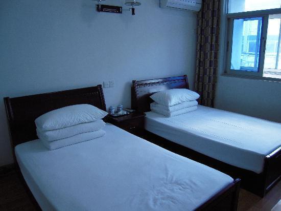 Longyuan Hostel : 标准双人间