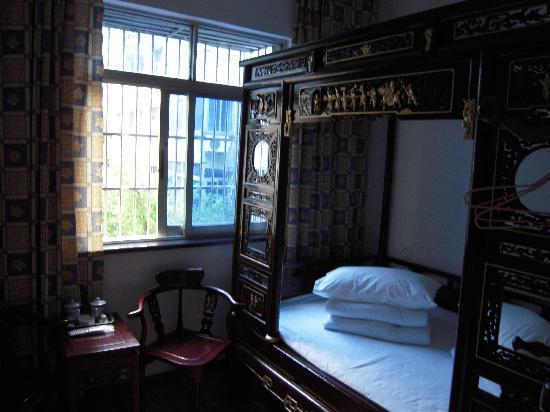 Longyuan Hostel : 仿古床,漂亮