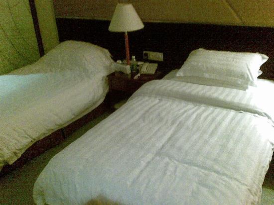 Jinye Tower: 房间的床窄了点