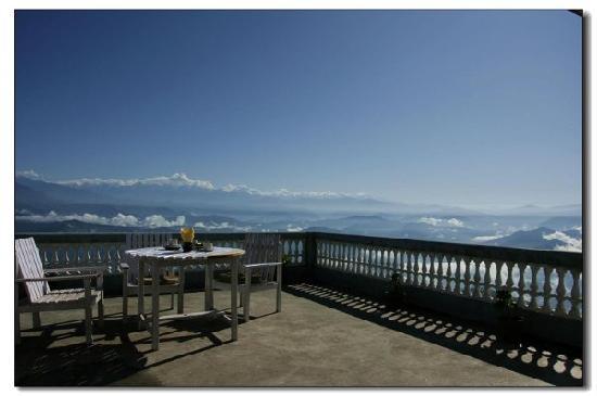 Nagarkot, Nepal: 三楼大露台:右边,看日出,雾海