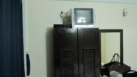 Fuana Inn: 电视也很小