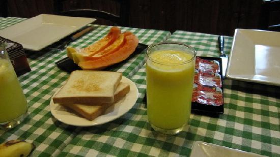 Fuana Inn: 早餐