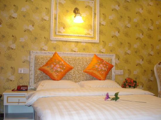 Huachen Yuexi Express Hotel: 豪华大床房