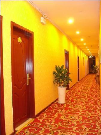 Huachen Yuexi Express Hotel: 长廊