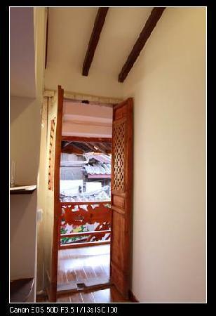Xinyuan Hostel : 心苑客栈尼泊尔风情二人间门厅.