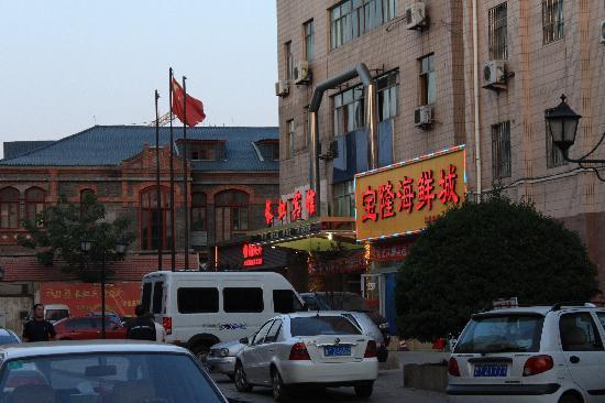 Atour Hotel Yantai Binhai Square: 宾馆门口