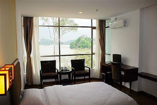 Fariy Lake Holiday Hotel: 湖景房
